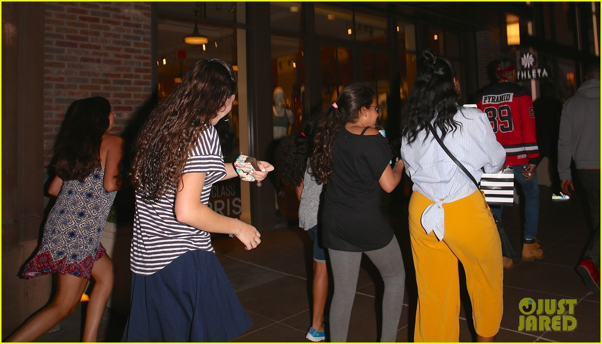 chris brown sees a movie at the grove gets followed by his female fans 043735504