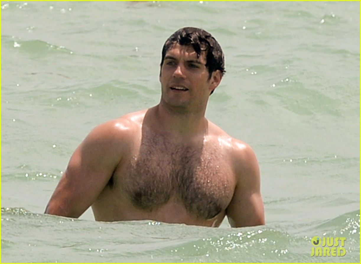 Henry Cavill Bares His Buff Superman Body At The Beach