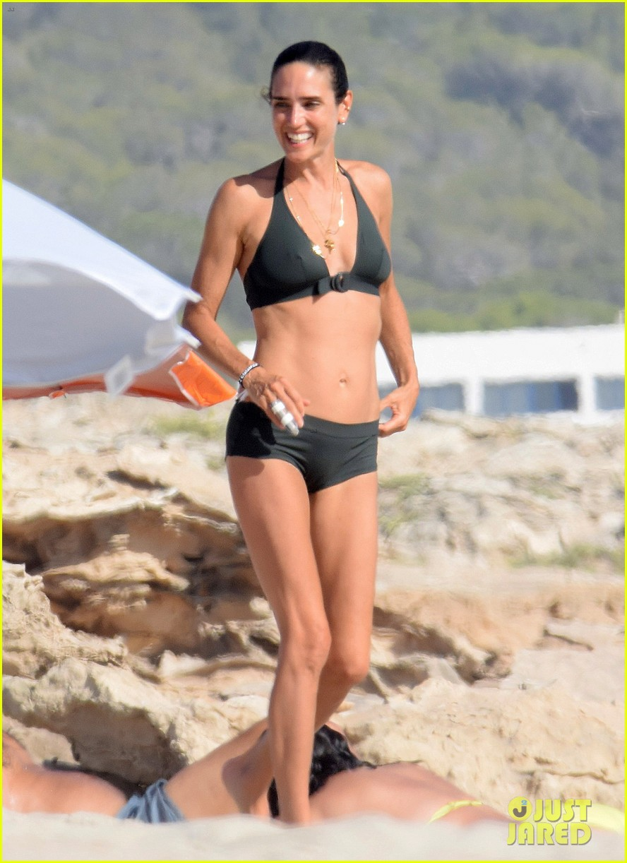 jennifer connelly paul bettany bare beach bodies in spain 013737306