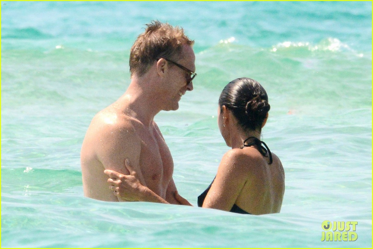 jennifer connelly paul bettany bare beach bodies in spain 043737309