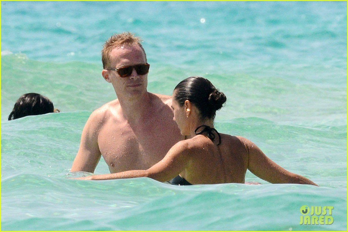 jennifer connelly paul bettany bare beach bodies in spain 093737314