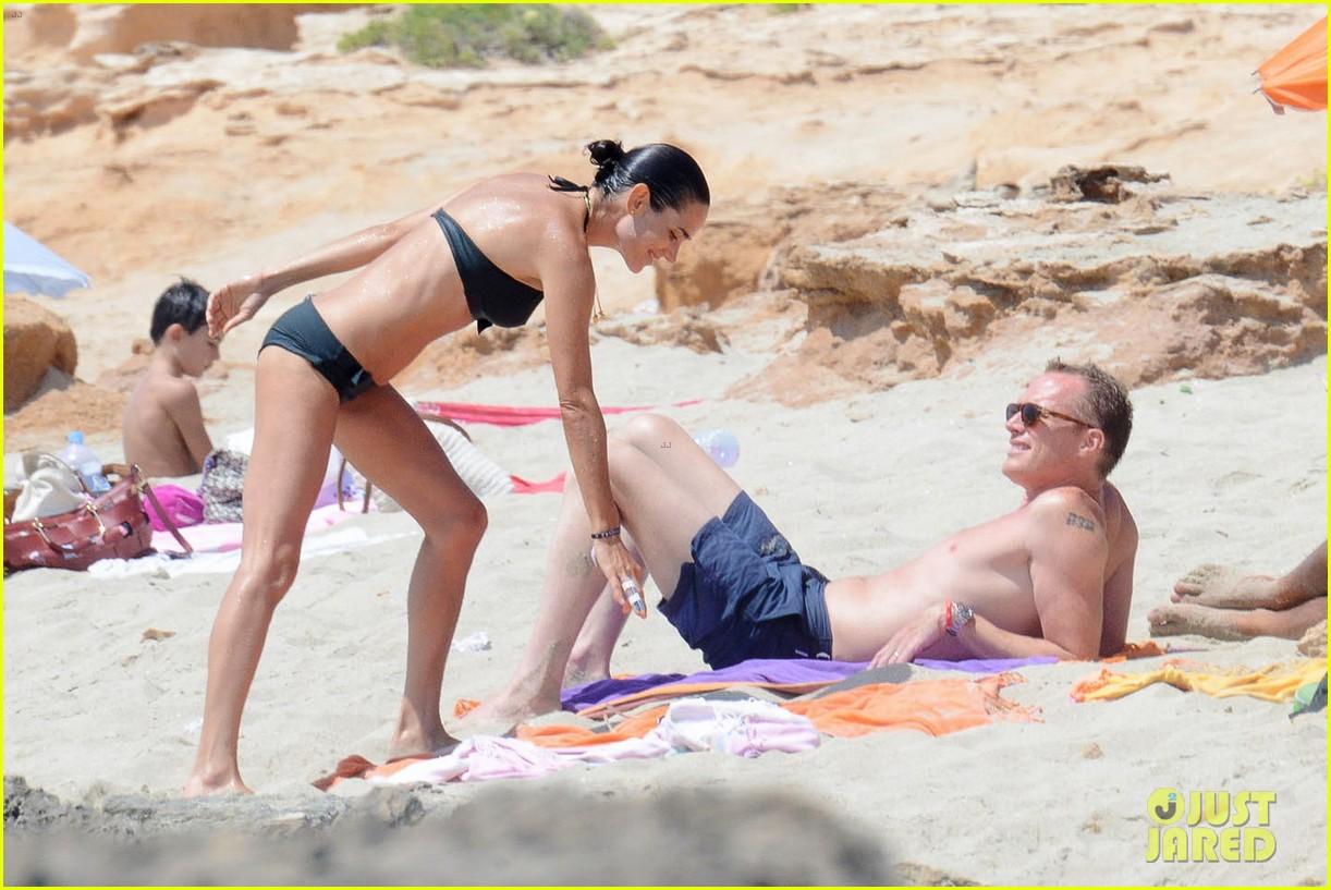 jennifer connelly paul bettany bare beach bodies in spain 103737315