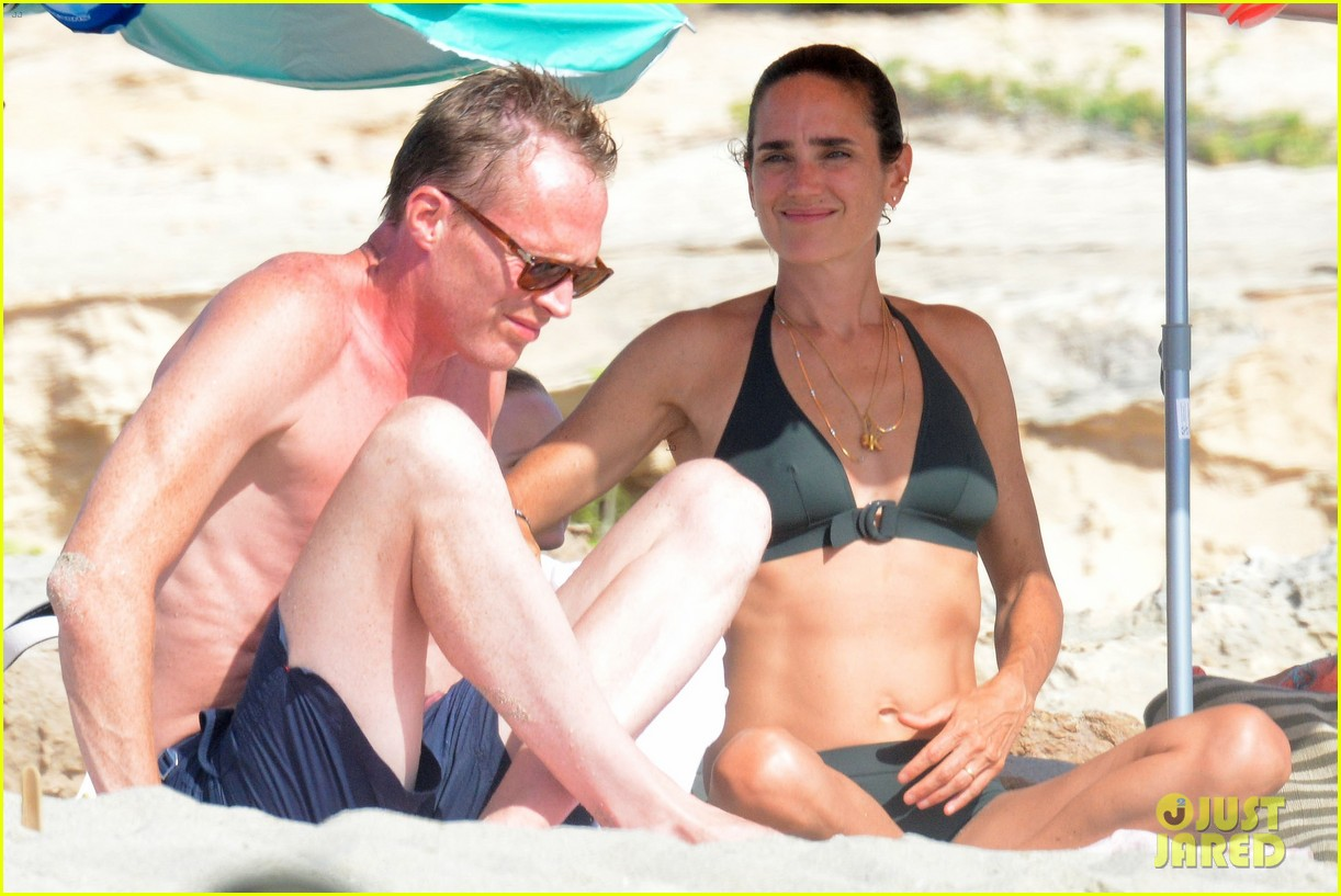 jennifer connelly paul bettany bare beach bodies in spain 143737319
