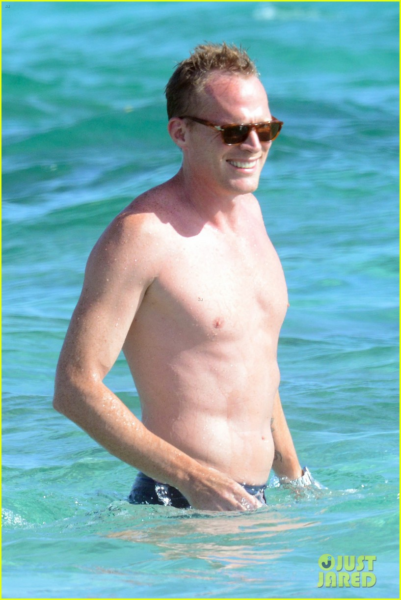 jennifer connelly paul bettany bare beach bodies in spain 163737321