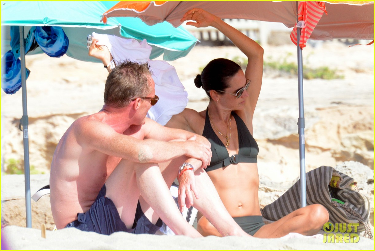 jennifer connelly paul bettany bare beach bodies in spain 243737329