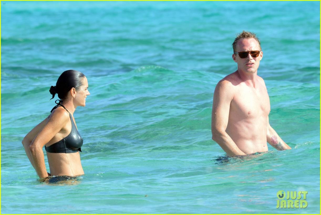 jennifer connelly paul bettany bare beach bodies in spain 253737330