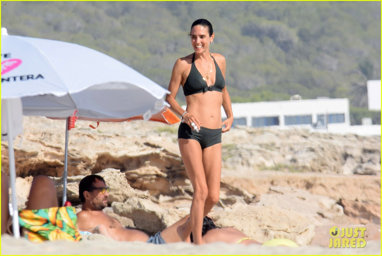 Jennifer Connelly Paul Bettany Bare Beach Bodies In Spain
