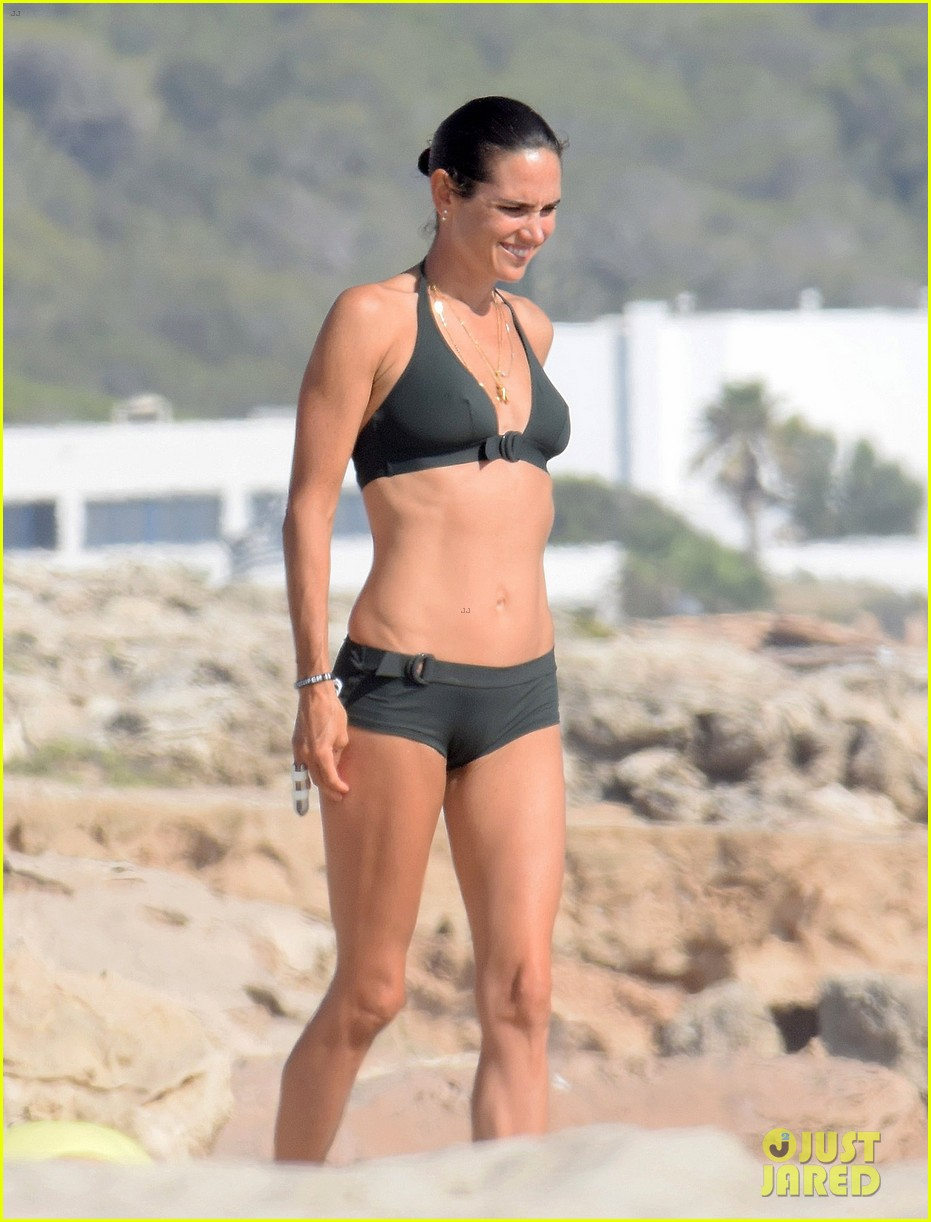 jennifer connelly paul bettany bare beach bodies in spain 273737332