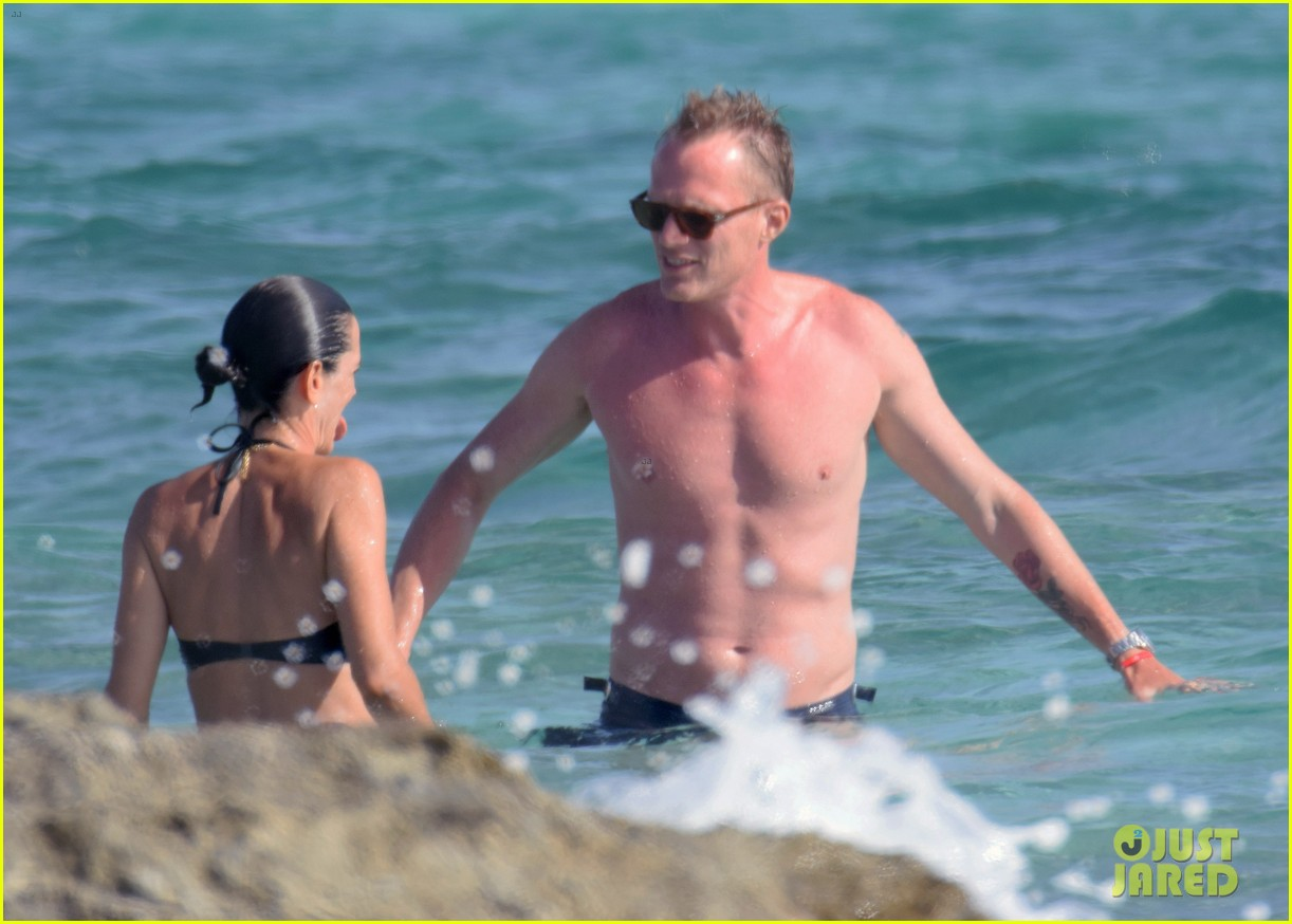 jennifer connelly paul bettany bare beach bodies in spain 313737336