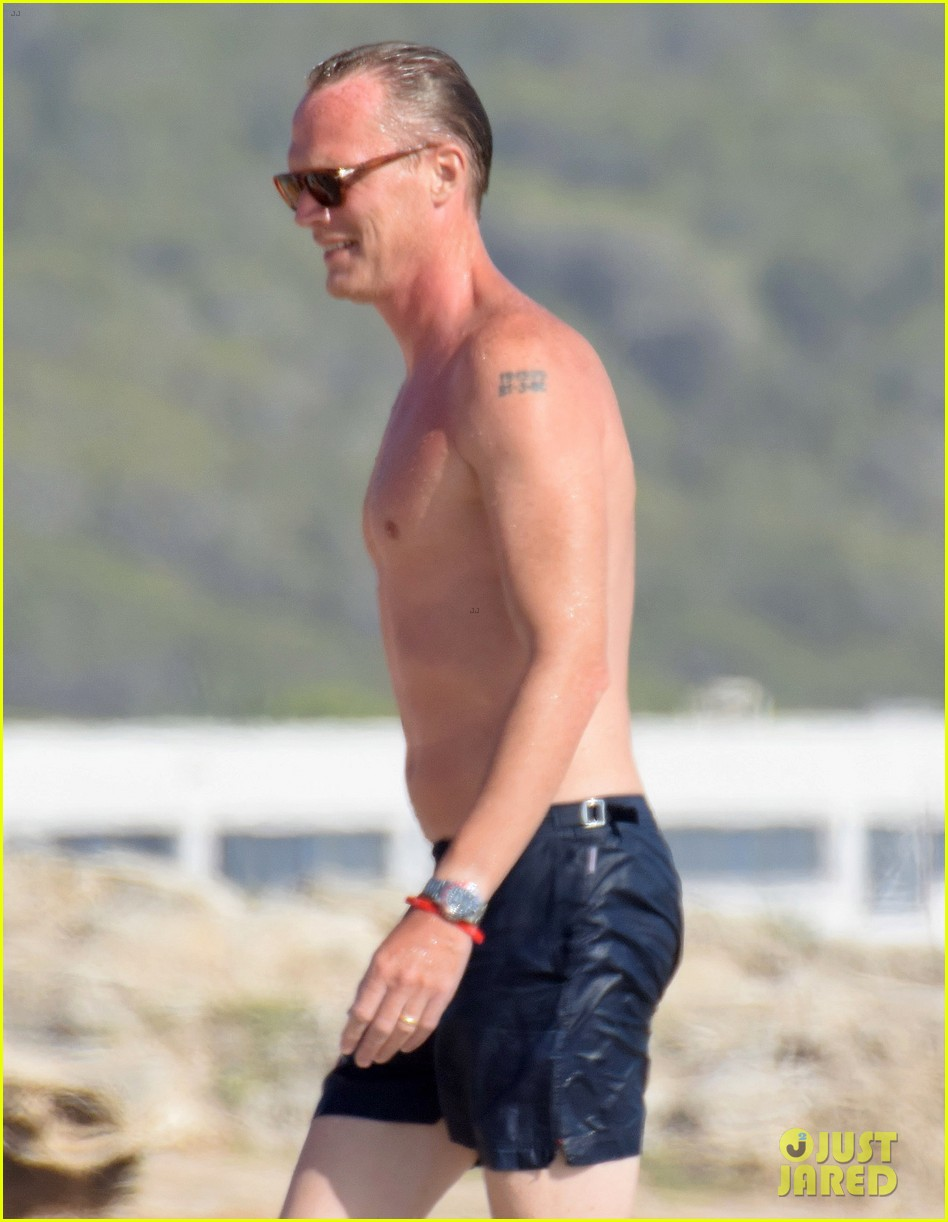 jennifer connelly paul bettany bare beach bodies in spain 323737337