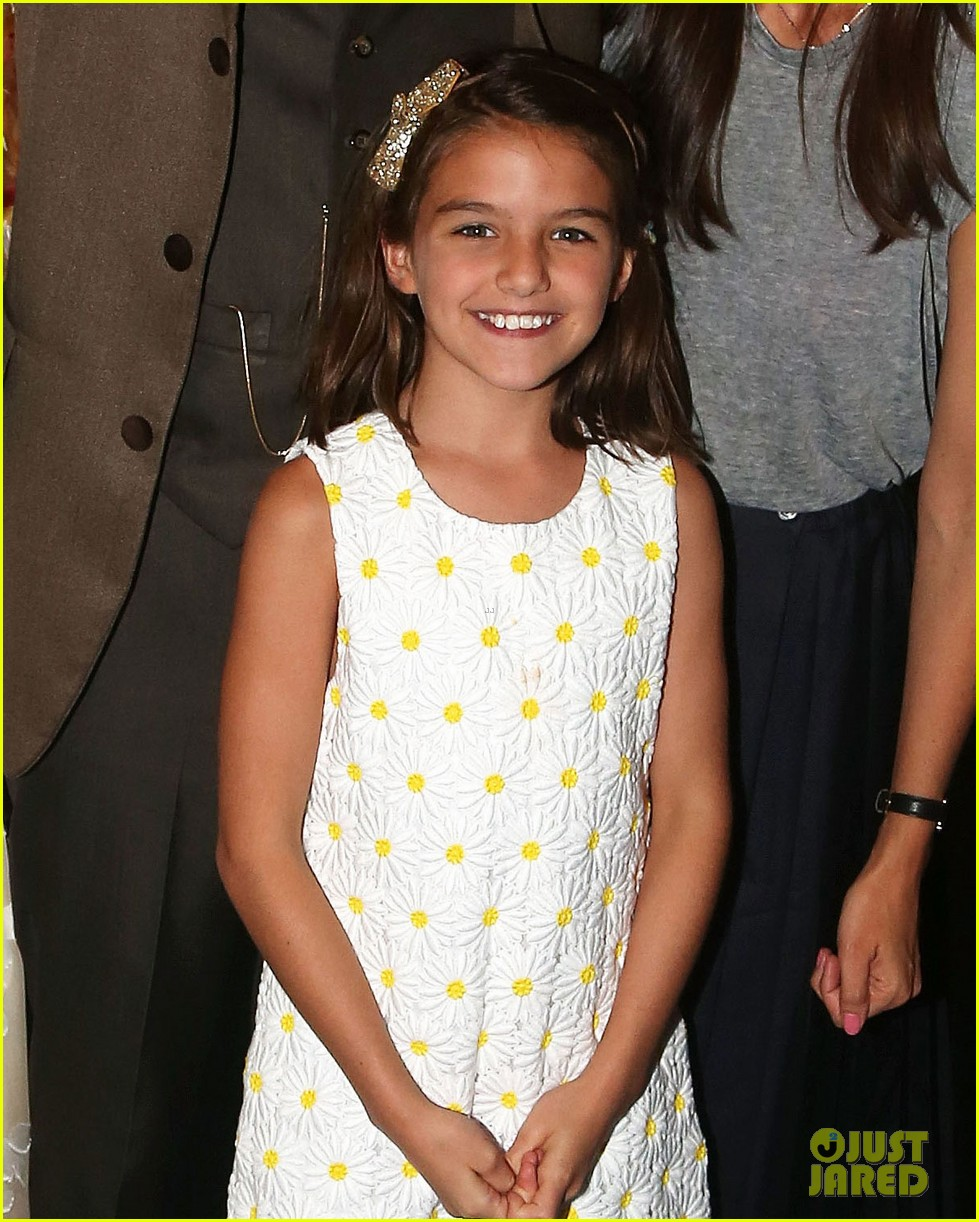 suri cruise makes rare public appearance with mom katie holmes 043723588