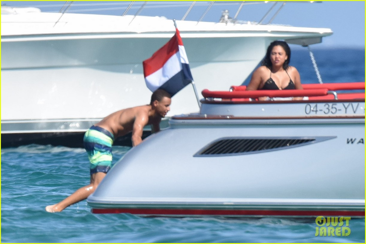Stephen Curry Goes Shirtless for Beach Vacation with Ayesha!: Photo ...