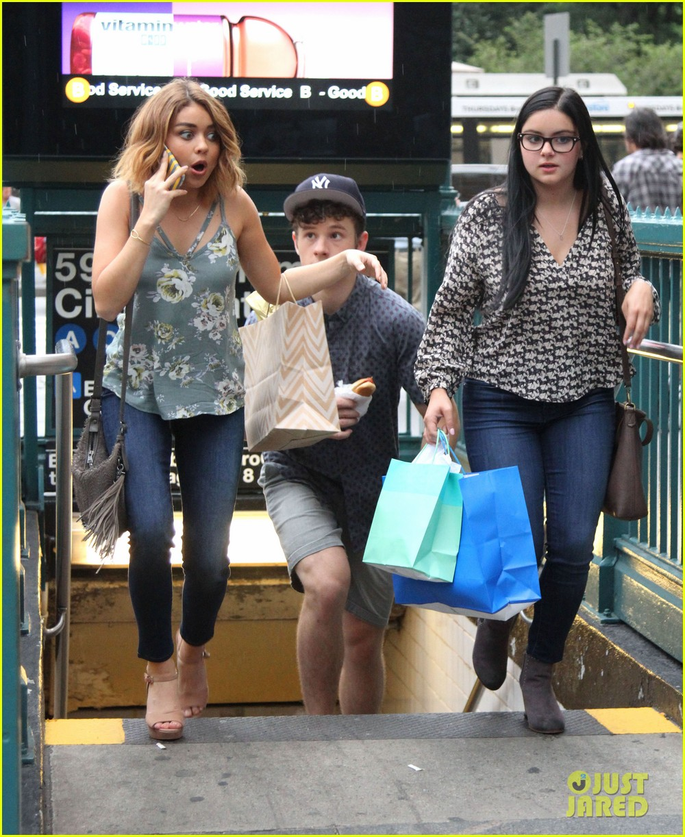 Five Feet Apart Julie: Sarah Hyland & Her 'Modern Family' Fam Head To NYC For