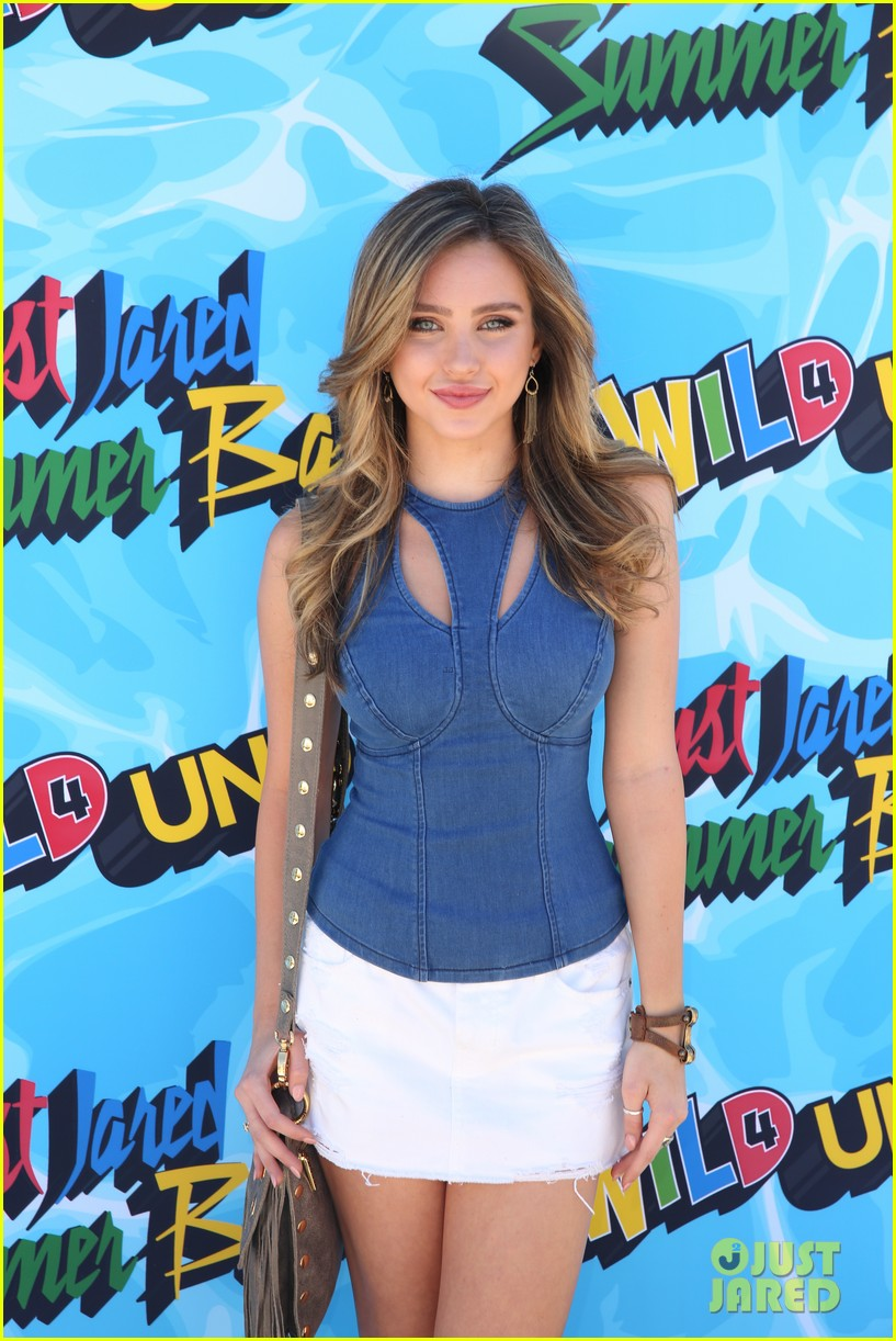 courtney eaton goes swimming with r5 at just jared summer bash 023734346