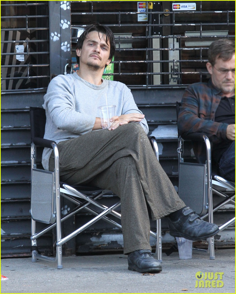 rupert friend gets to work on homeland season 6 013740138