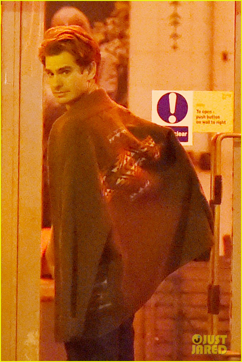 andrew garfield dinner friends after spotted with emma stone 013742045