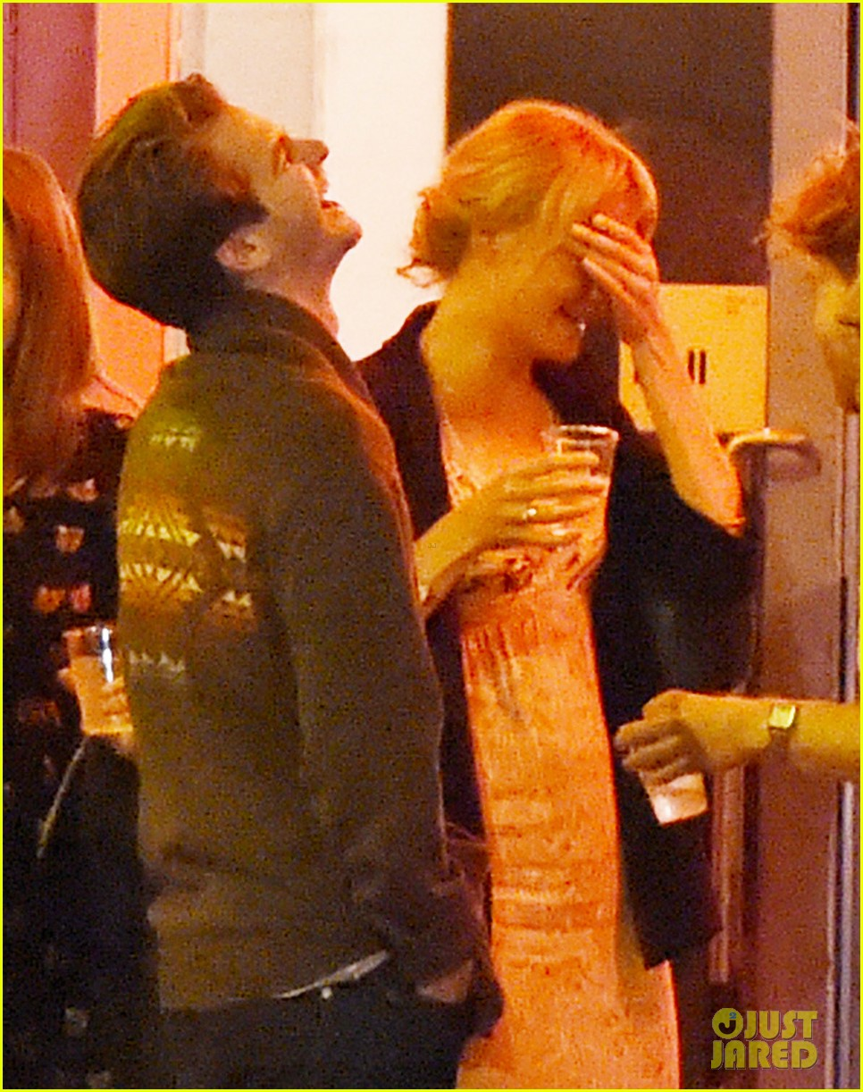 andrew garfield dinner friends after spotted with emma stone 053742049