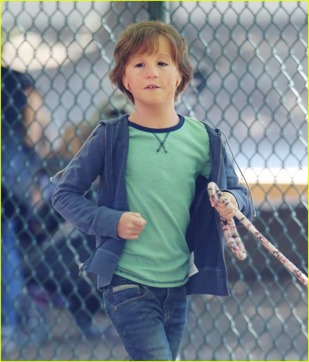 jacob tremblay films wonder with julia roberts and owen wilson 293736180