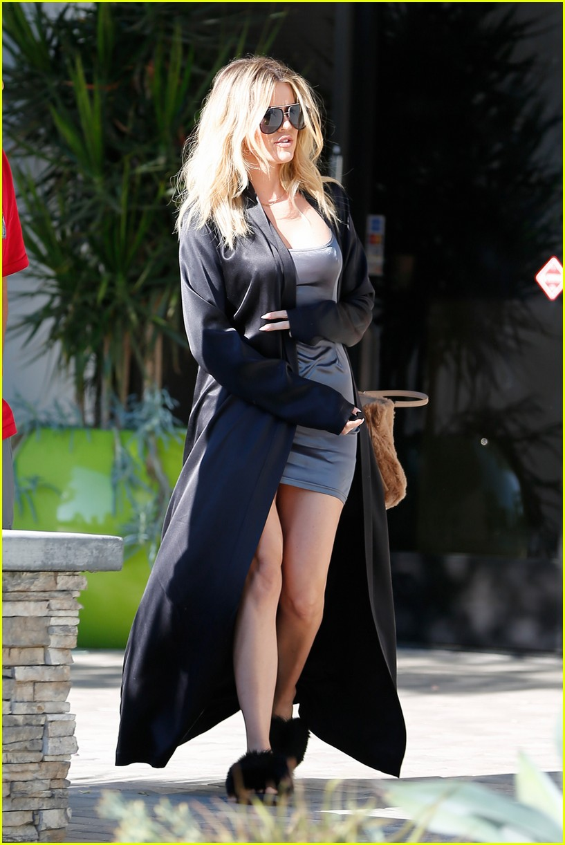 kim kardashian shows off slim figire at the studio 253732591