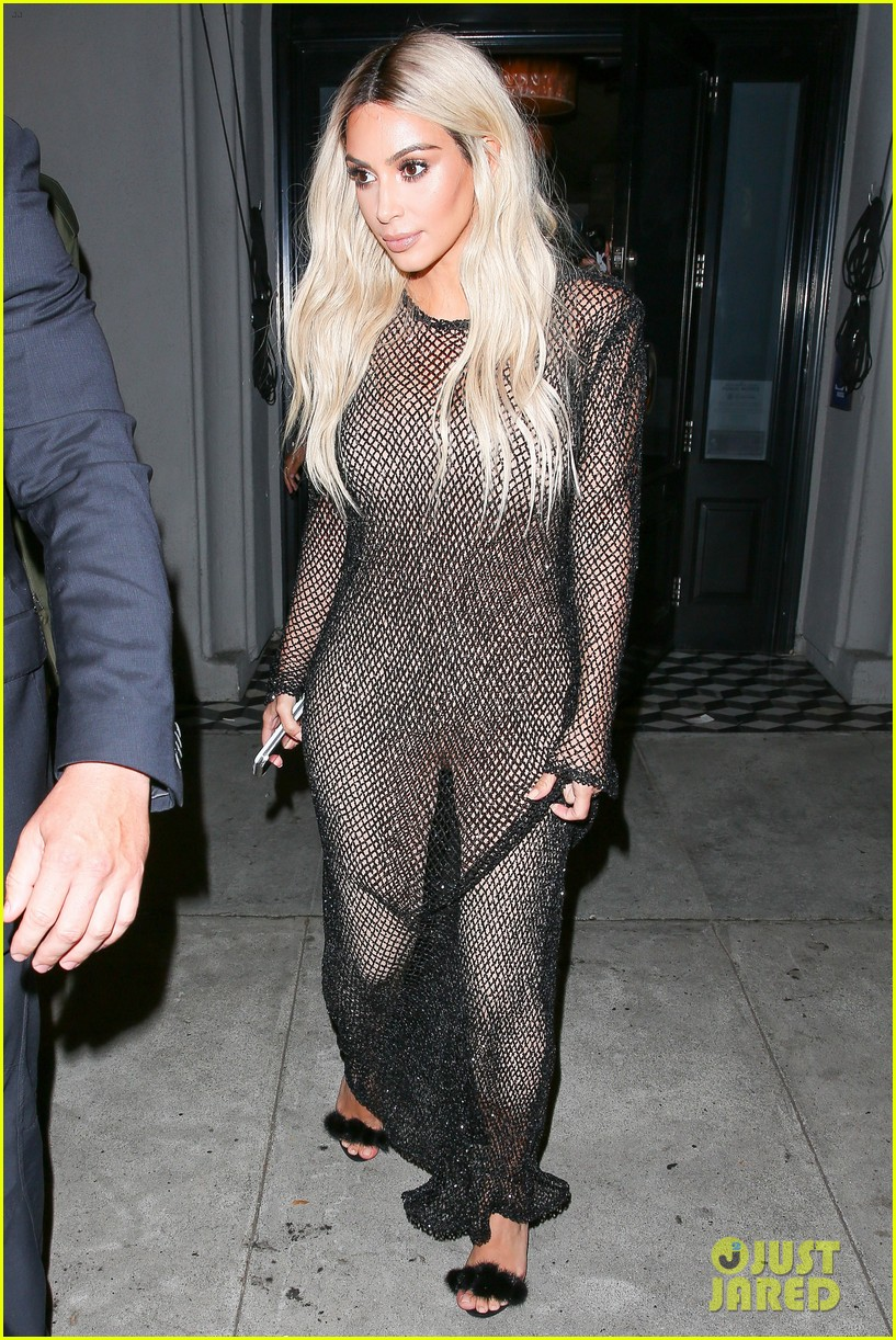kim kardashian goes blonde flaunts thin figure dinner kendall jenner 033742964