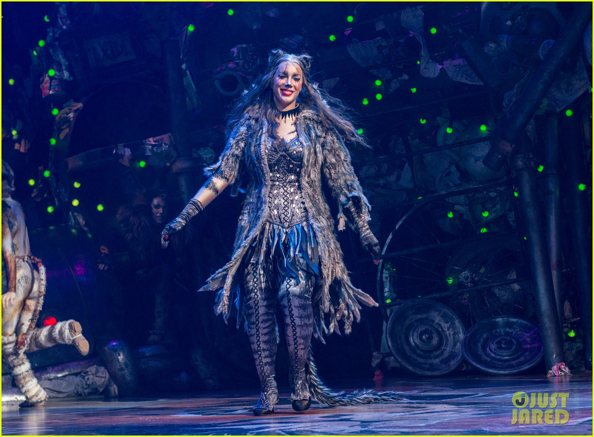 leona lewis takes a bow at cats broadway opening night 023723000