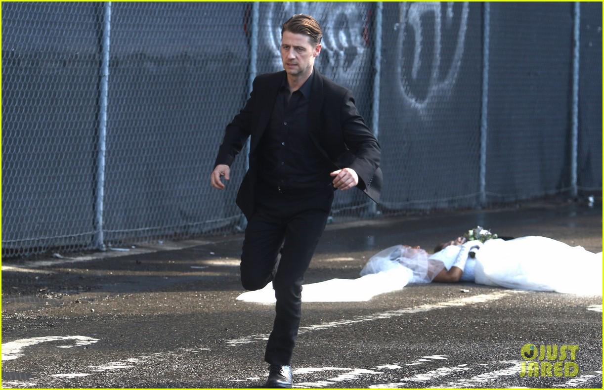 ben mckenzie gotham cast continue filming 053740342