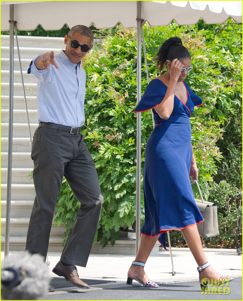 obama family heads to marthas vineyard for summer vacation 013727853