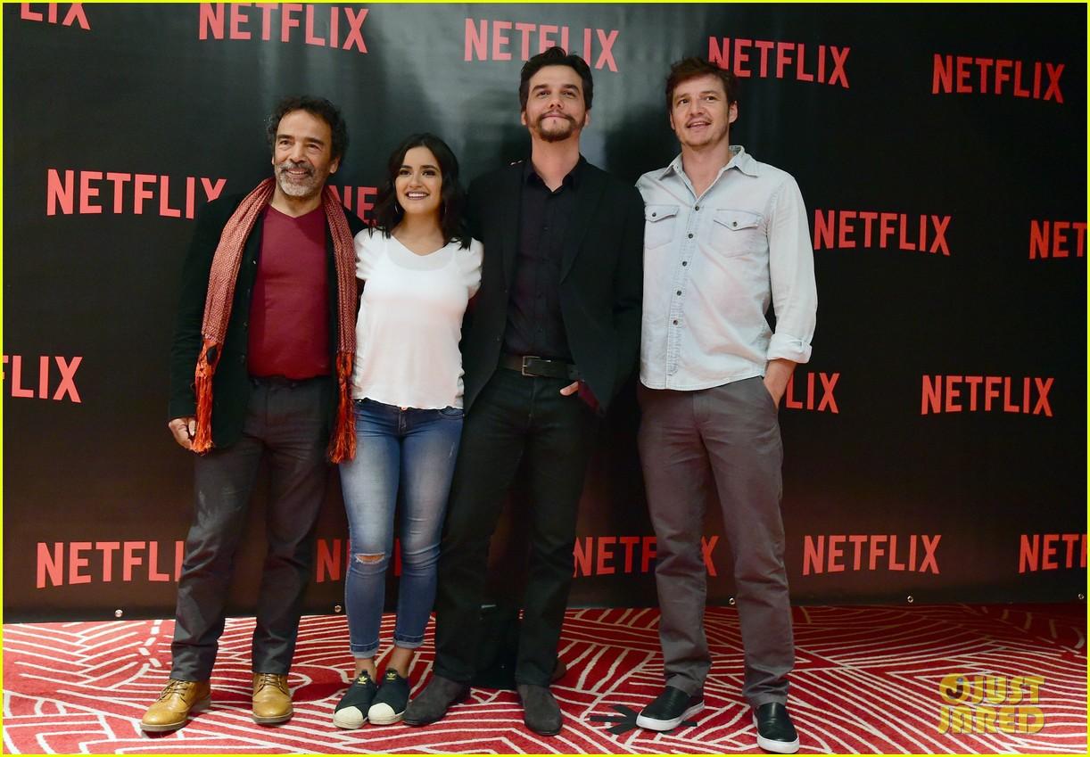 pedro pascal narcos cast hit mexico city ahead of season 2 premiere 023735939