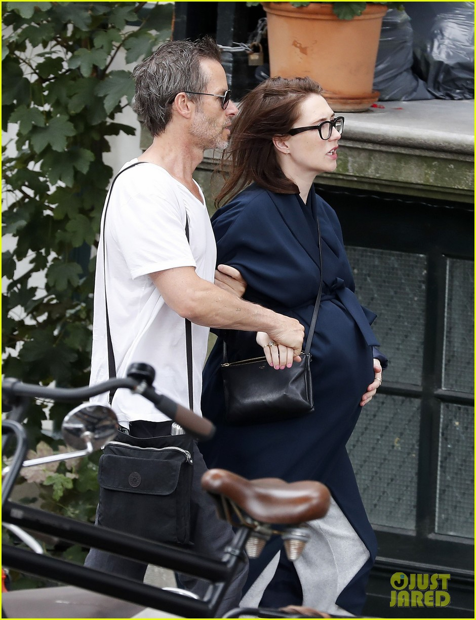 guy pearce carice van houten welcome son monte 033744339
