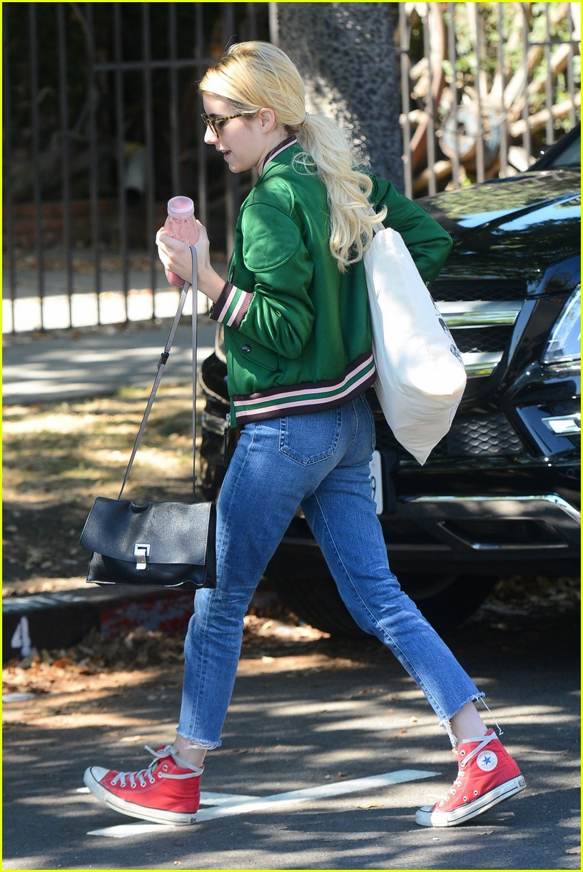emma roberts keeps busy while filming scream queens 103736212