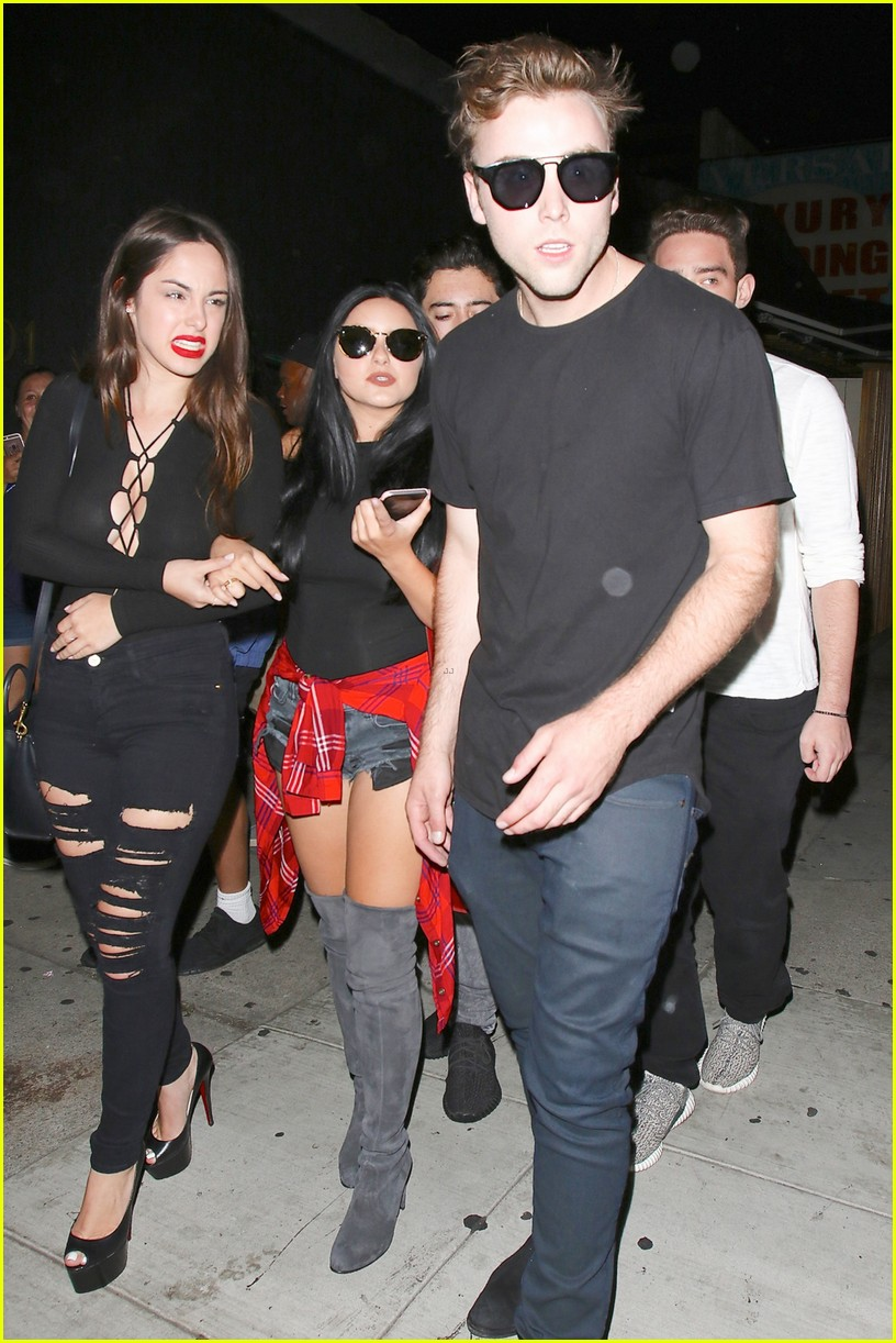 ariel winter steps out with rumored boyfriend sterling beaumon 053732487