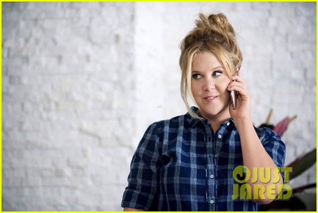 amy schumer plays a crazy aunt in old navy commercial exclusive video - Old Navy Christmas Commercial