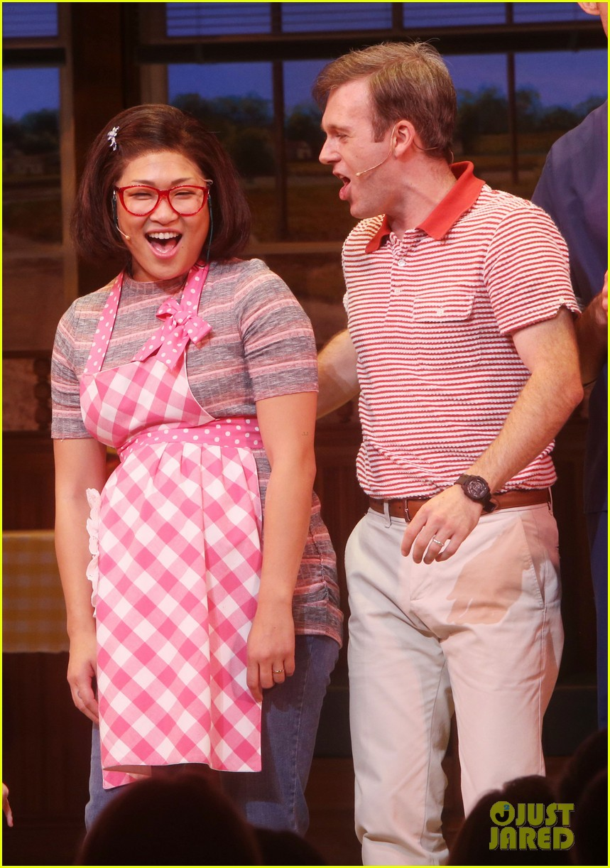 About this photo set: Jenna Ushkowitz takes a bow after her first performance of Waitress the musical at the Brooks Atkinson Theatre on Friday (July 29) in New York City. The 30-year-old… Read More Here