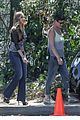 sofia vergara takes a selfie with her modern family co stars 04