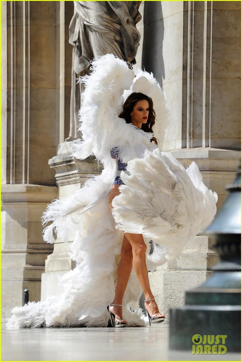 Alessandra Ambrosio & Lily Aldridge Shoot for Victoria\'s Secret ...