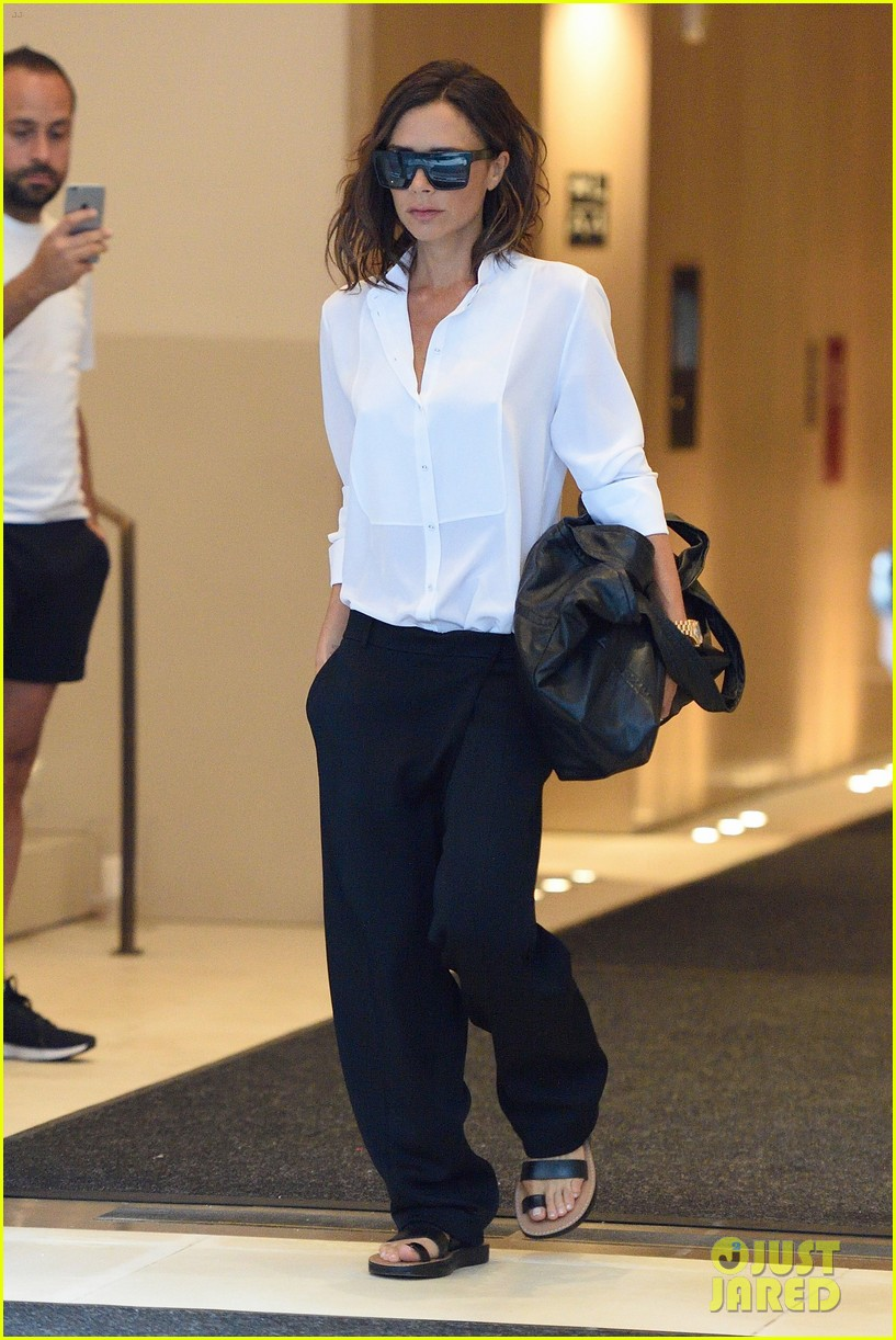 This How Victoria Beckham Preps For Her NYFW Show
