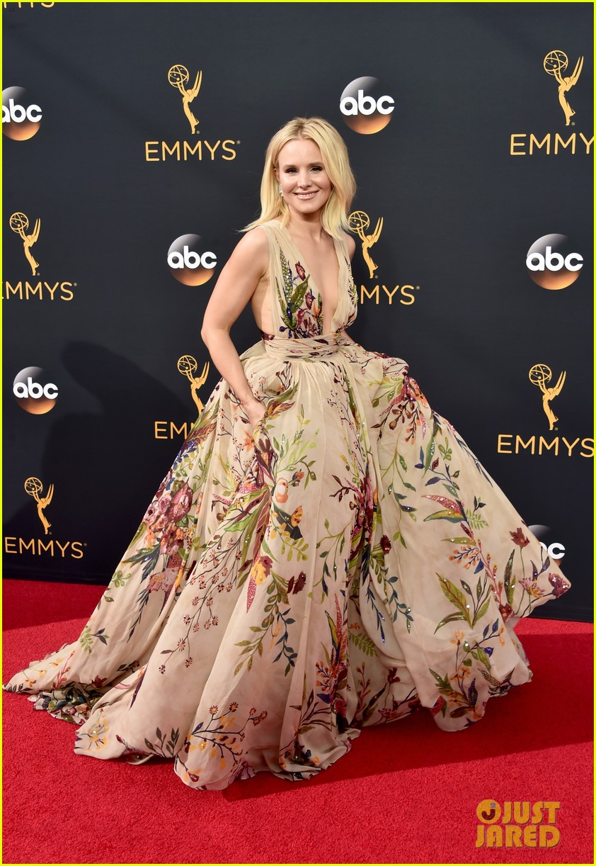Kristen Bell Looks Fab In Floral On The Emmys 2016 Red