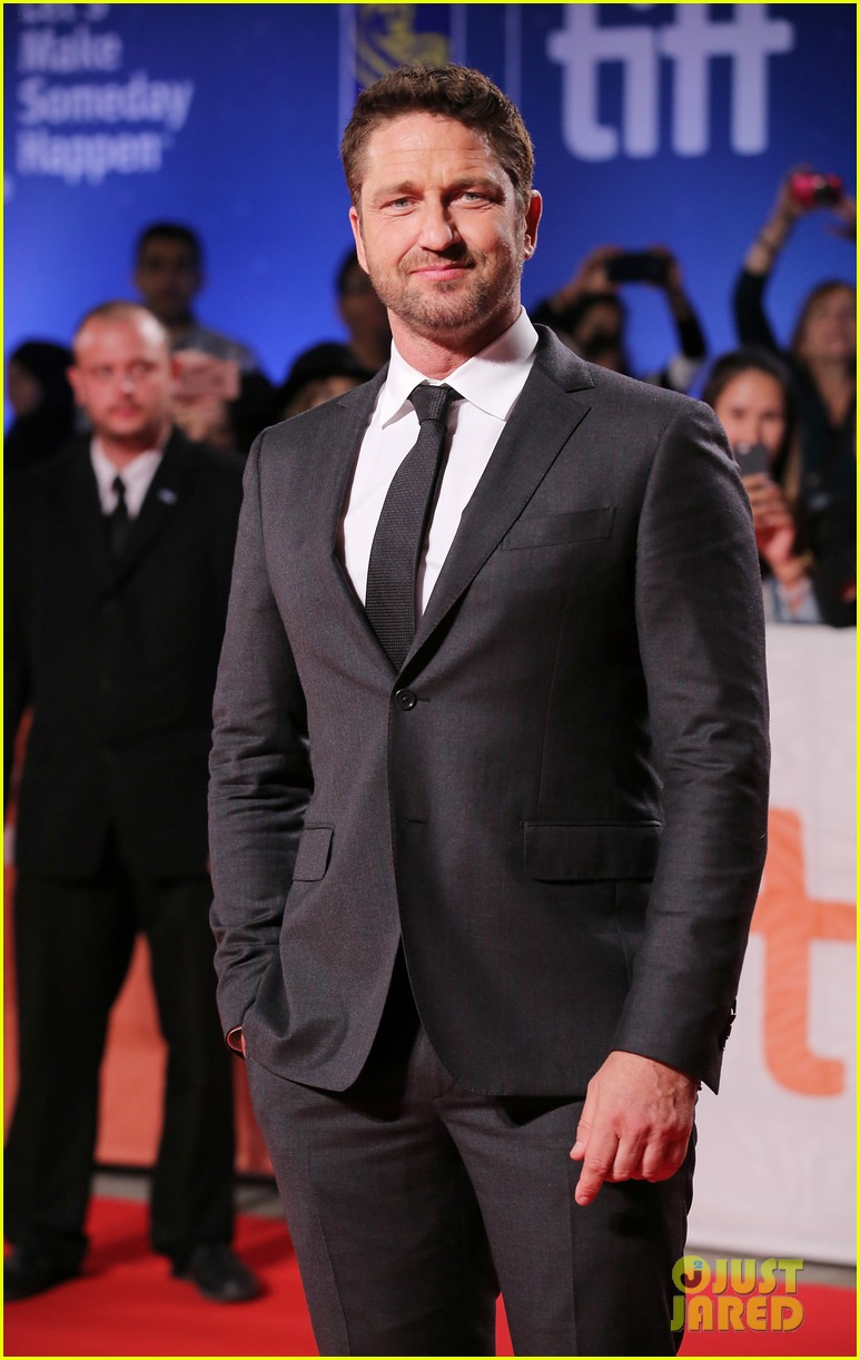 gerald butler suits up for the headhunters calling tiff 2016 premiere 023760441