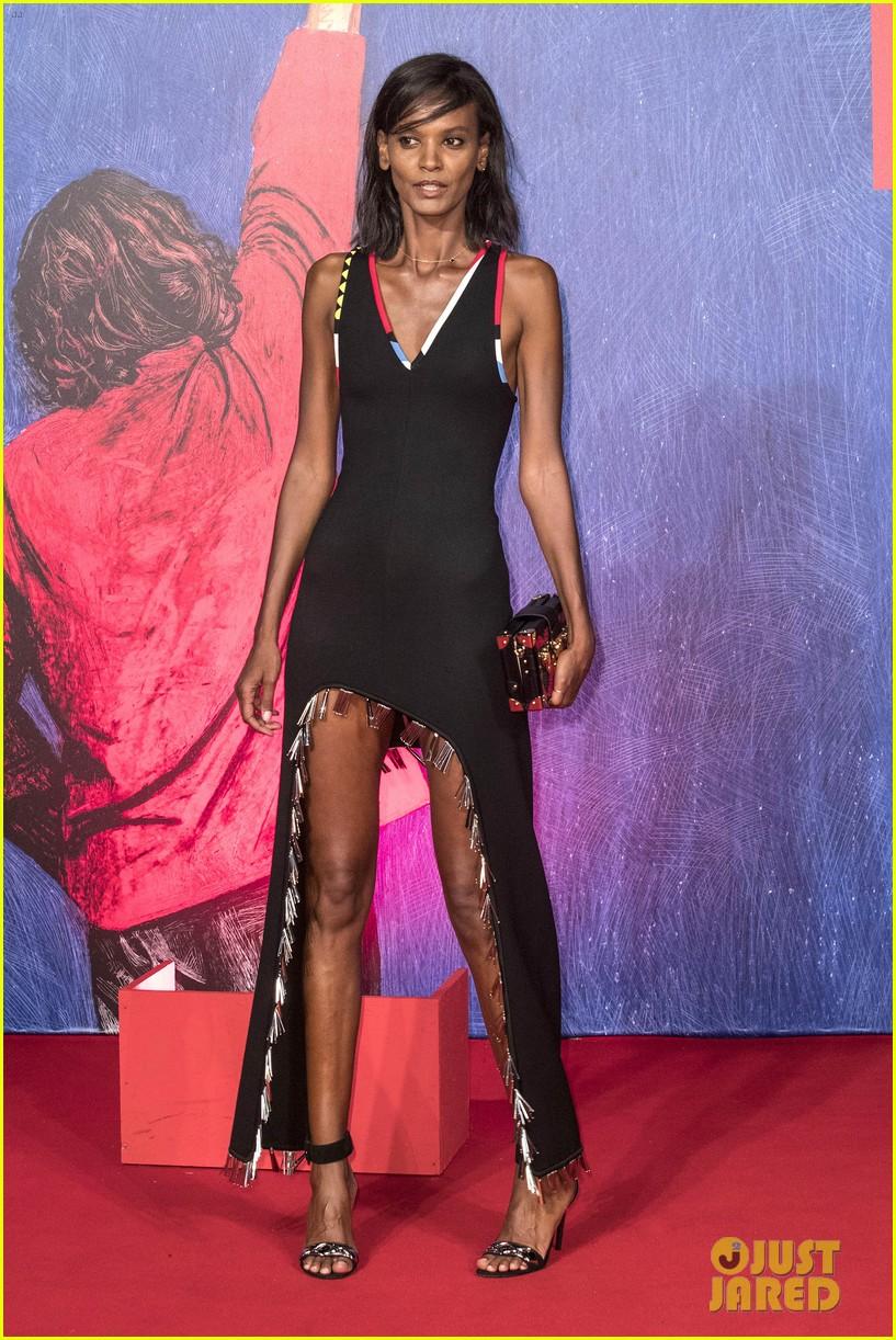 naomi campbell joins fashion elite at venice film festival 073751117