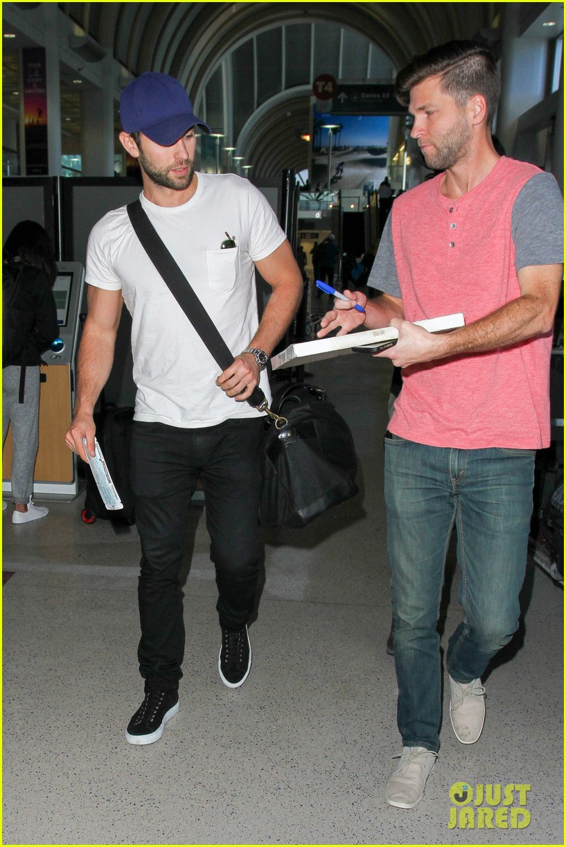 chace crawford puts muscles on display in a tight tee 063761018