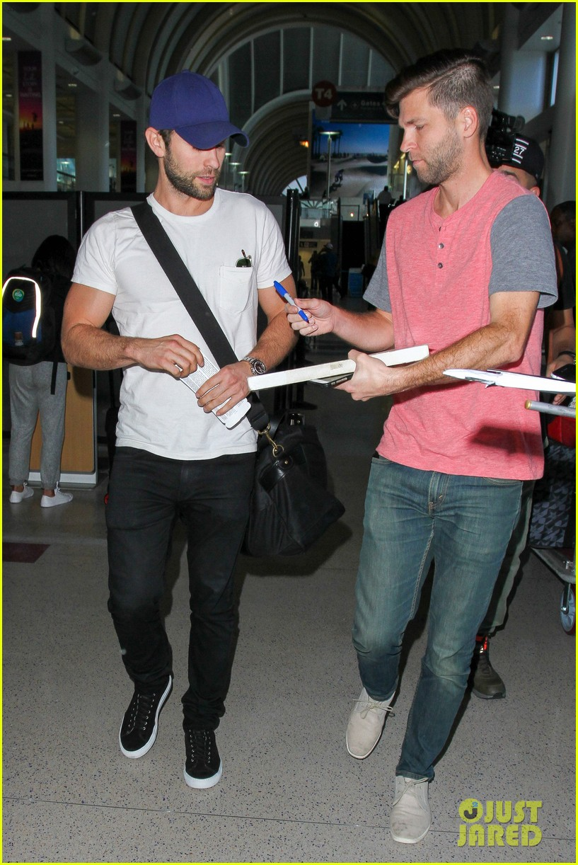 chace crawford puts muscles on display in a tight tee 073761019