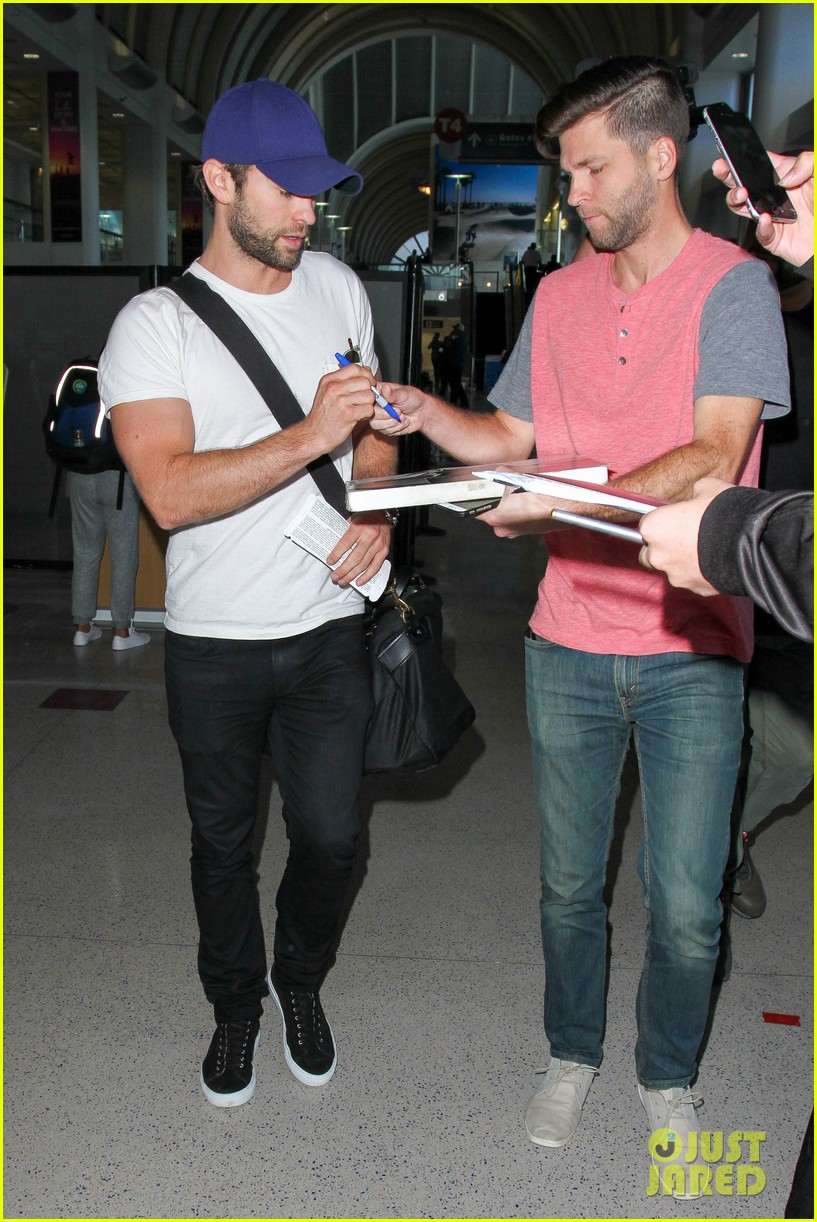 chace crawford puts muscles on display in a tight tee 083761020