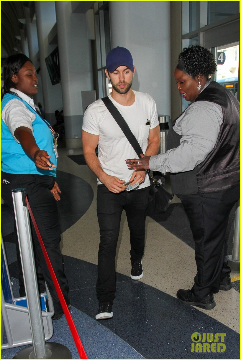 chace crawford puts muscles on display in a tight tee 123761024