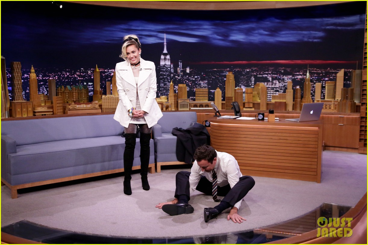 Miley cyrus liam hemsworth go on date after 39 fallon for Jimmy fallon miley cyrus islands in the stream