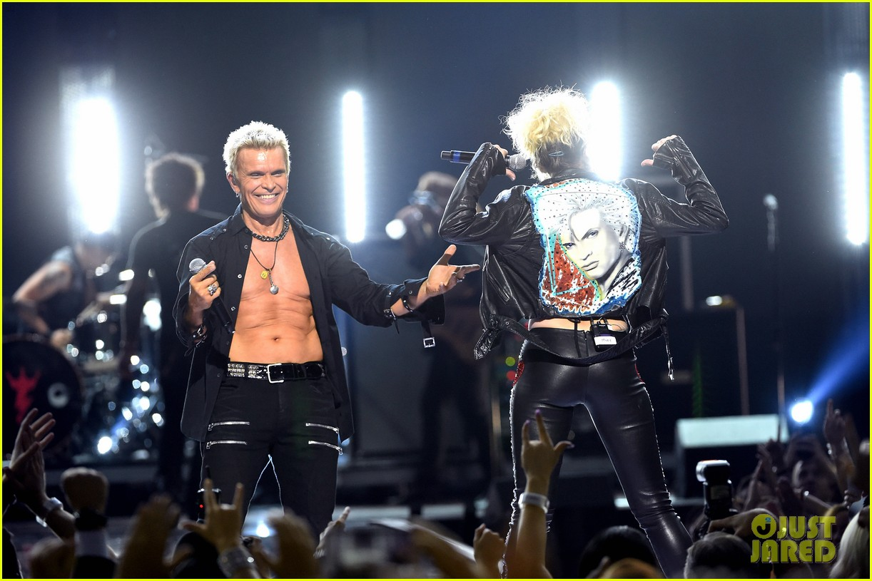 Miley Cyrus Performs 'Rebel Yell' with Billy Idol at