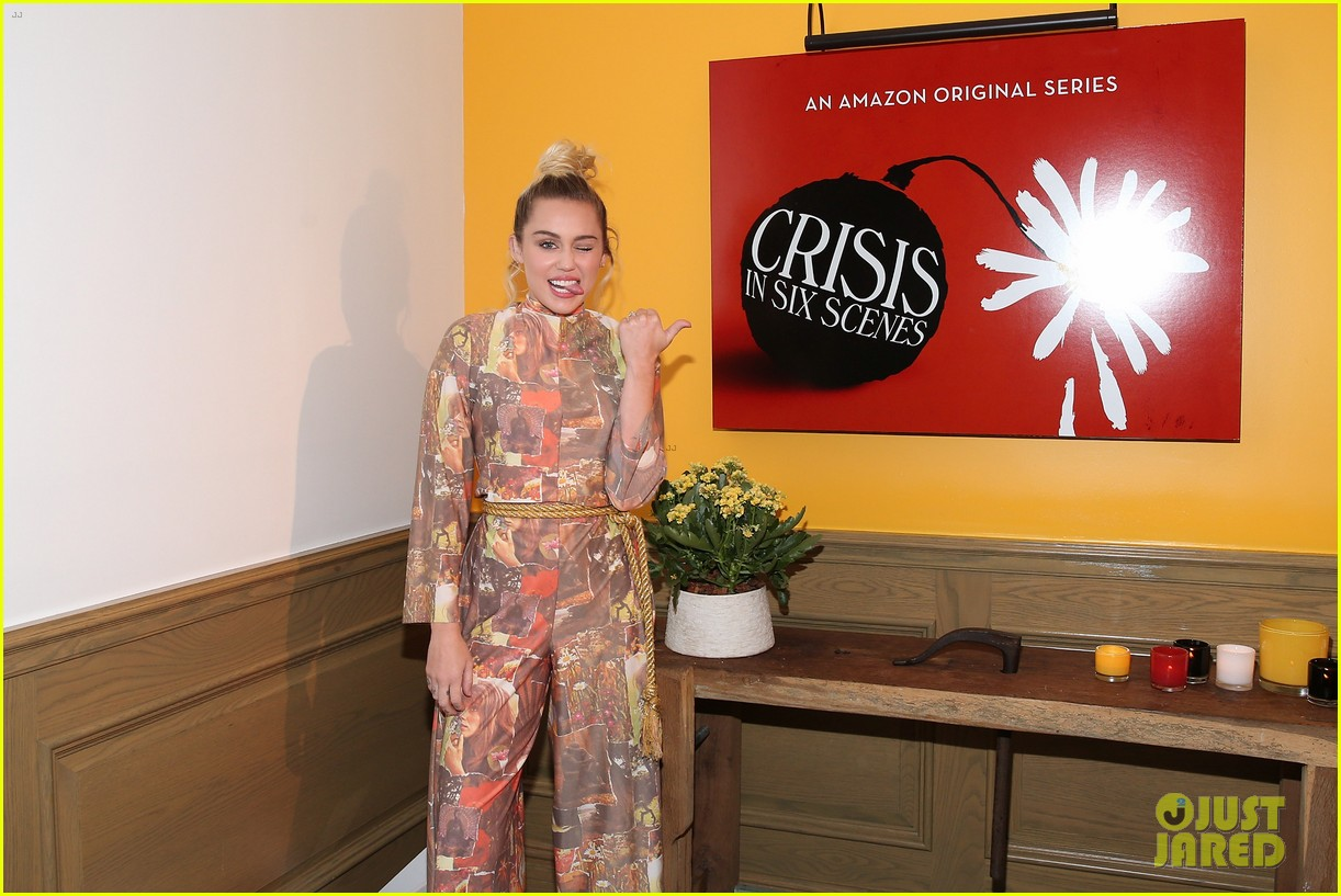 miley cyrus and liam hemsworth are writing a play together 053761078