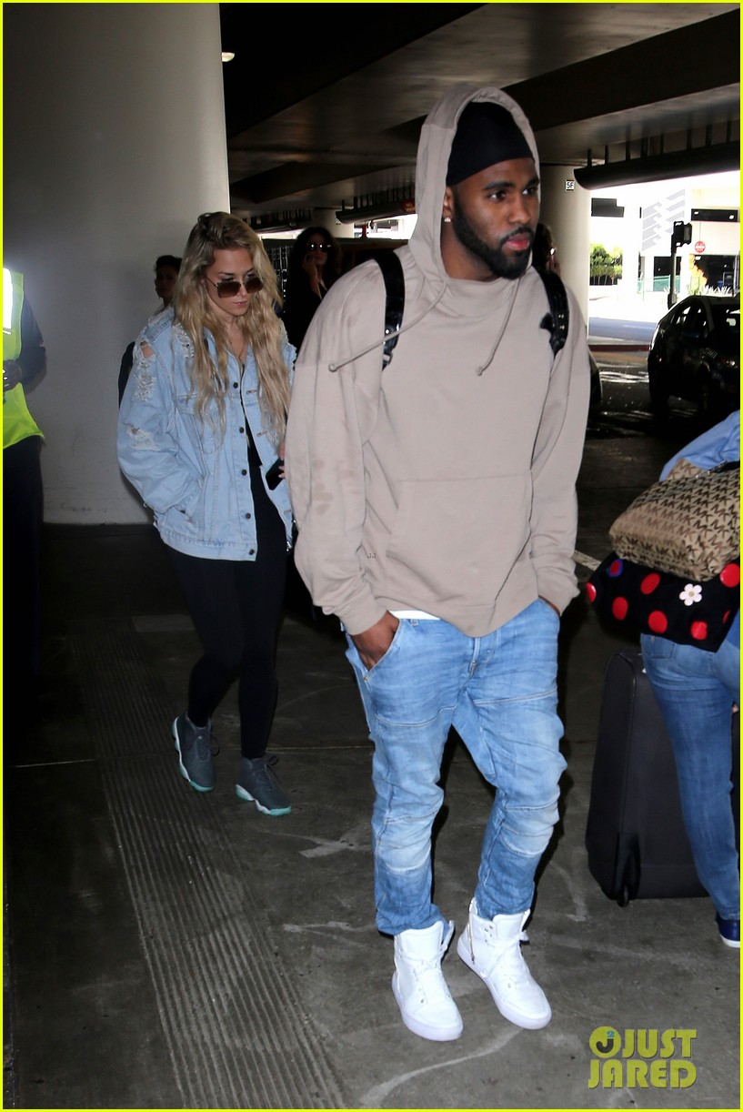 jason derulo touches down at lax after nyfw events 083760928