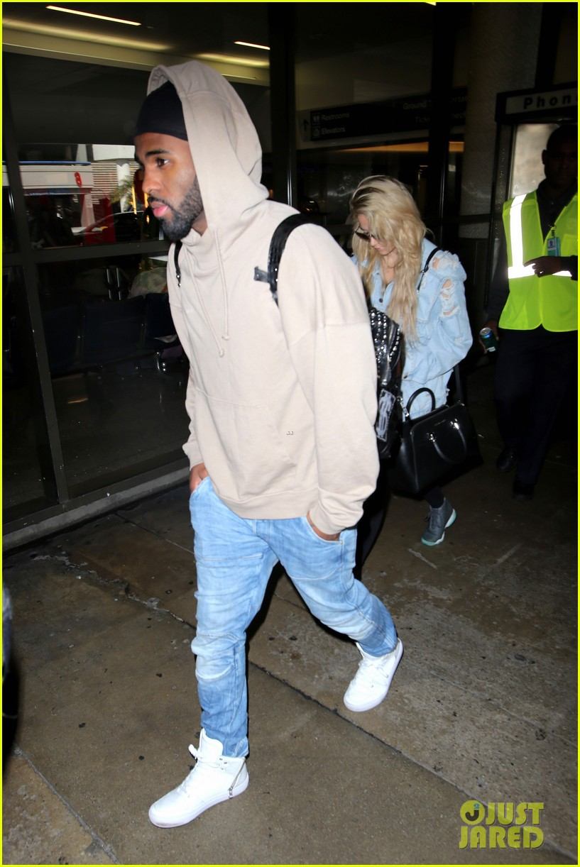 jason derulo touches down at lax after nyfw events 093760929