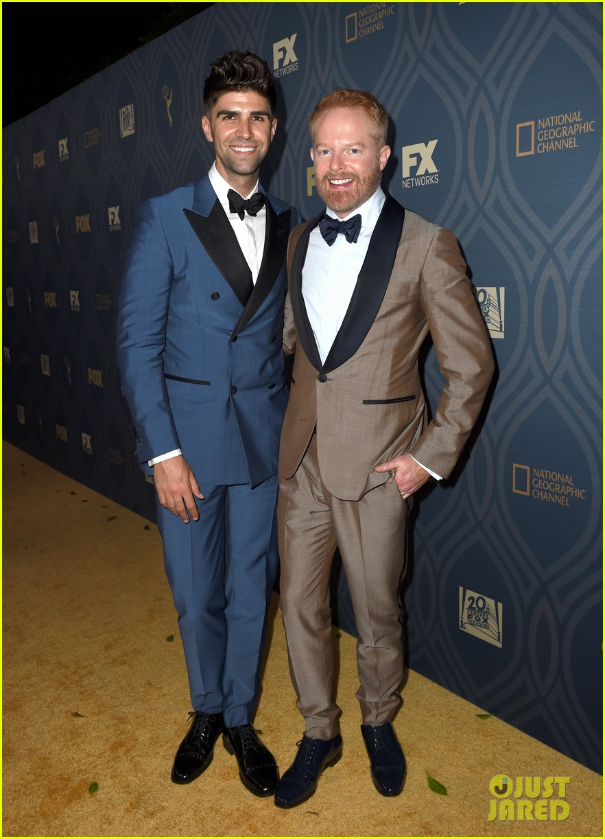 jesse tyler ferguson is so excited for rami malek after emmy 2016 win 033764407