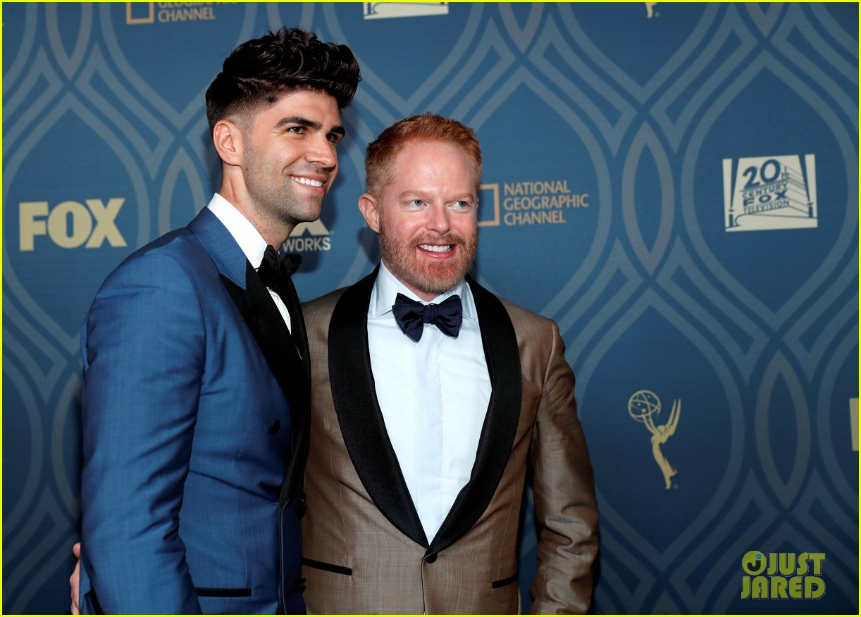 jesse tyler ferguson is so excited for rami malek after emmy 2016 win 143764418